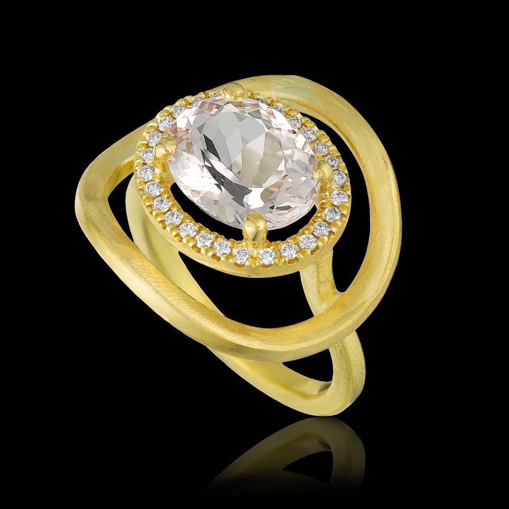 טבעת בזהב צהוב 18K משובצת מורגנייט ויהלומים