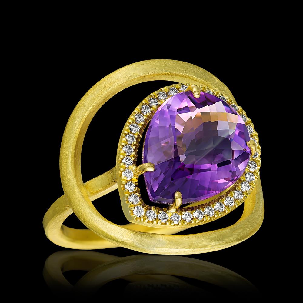 טבעת בזהב צהוב 18K משובצת אמטיסט ויהלומים