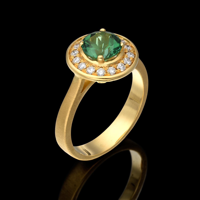 טבעת בזהב צהוב 14K משובצת טרומלין ויהלומים