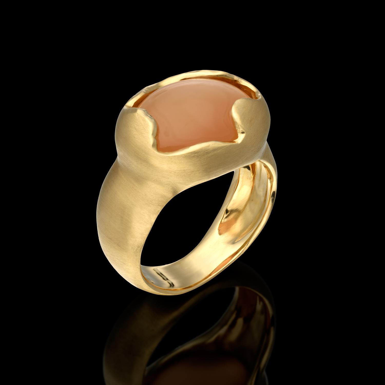 טבעת בזהב צהוב 14K משובצת מונסטון ורוד
