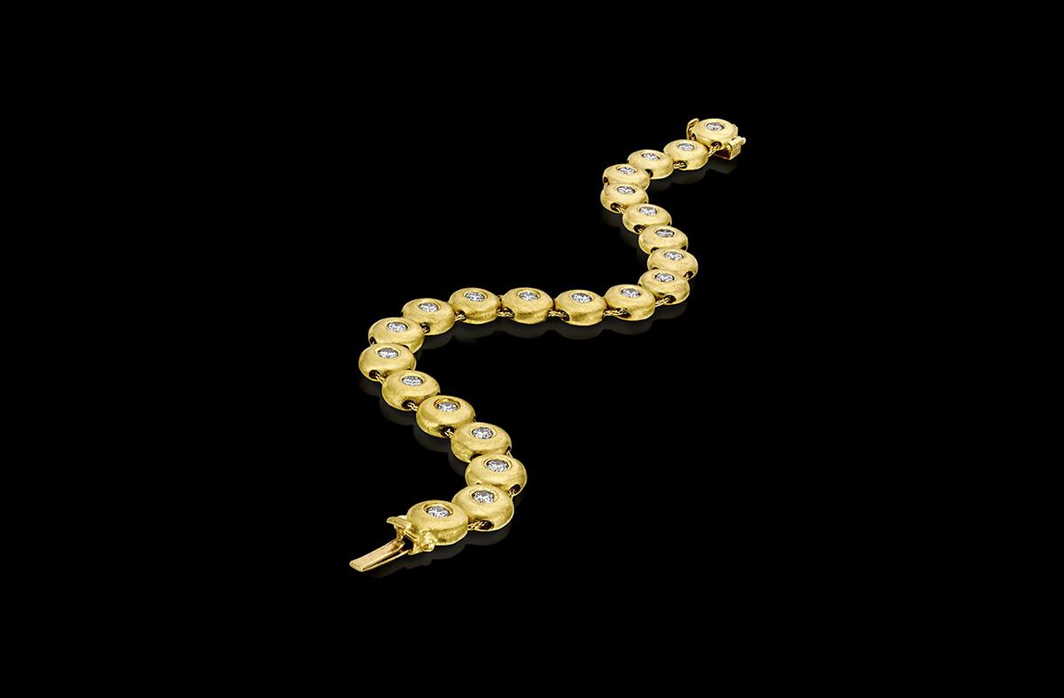 צמיד טניס ייחודי בזהב צהוב 18K משובץ יהלומים