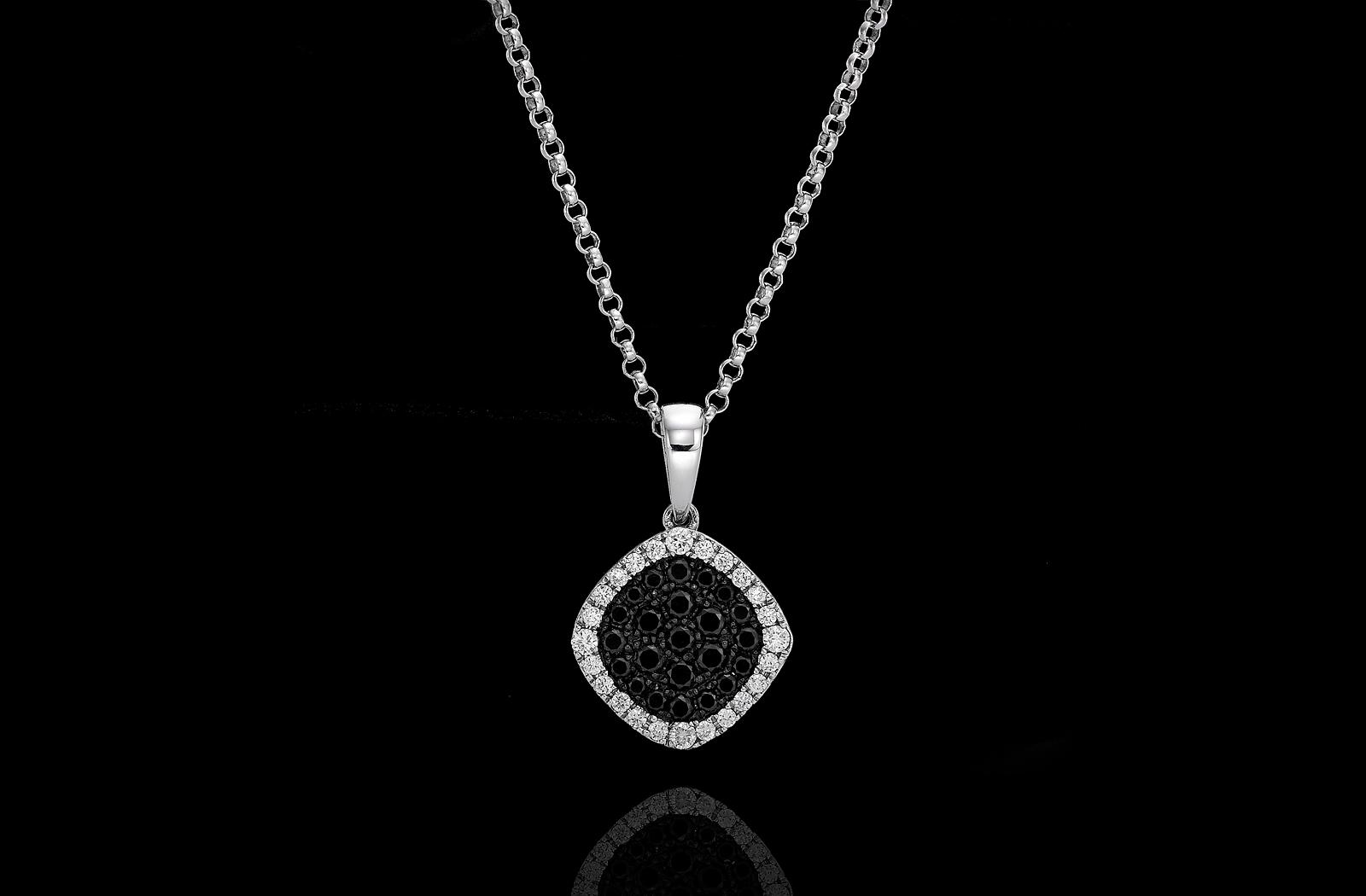 תליון יהלומים שחורים ולבנים בזהב לבן 18K