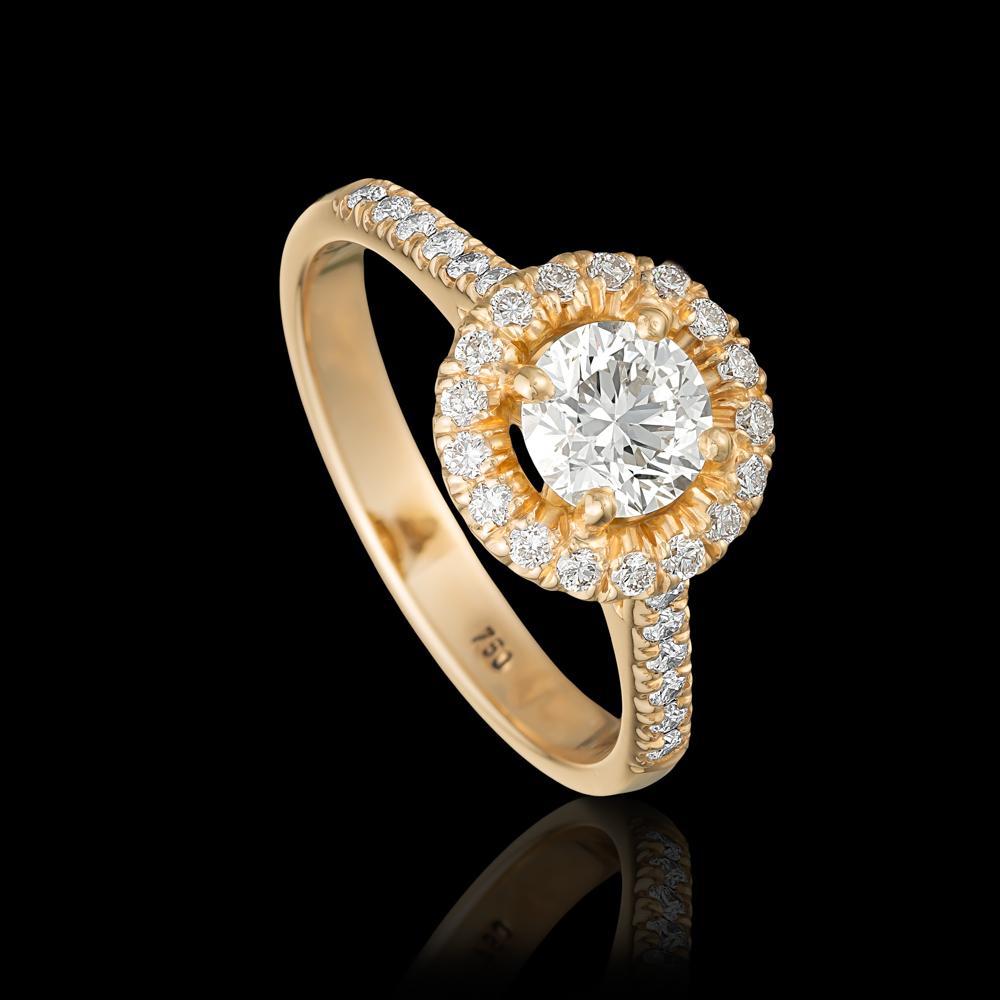טבעת בזהב ורוד 18K משובצת יהלום מרכזי ומעוטרת סביב יהלומים