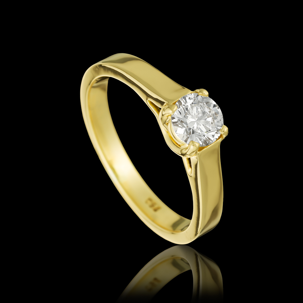 טבעת בזהב צהוב 18K משובצת יהלום