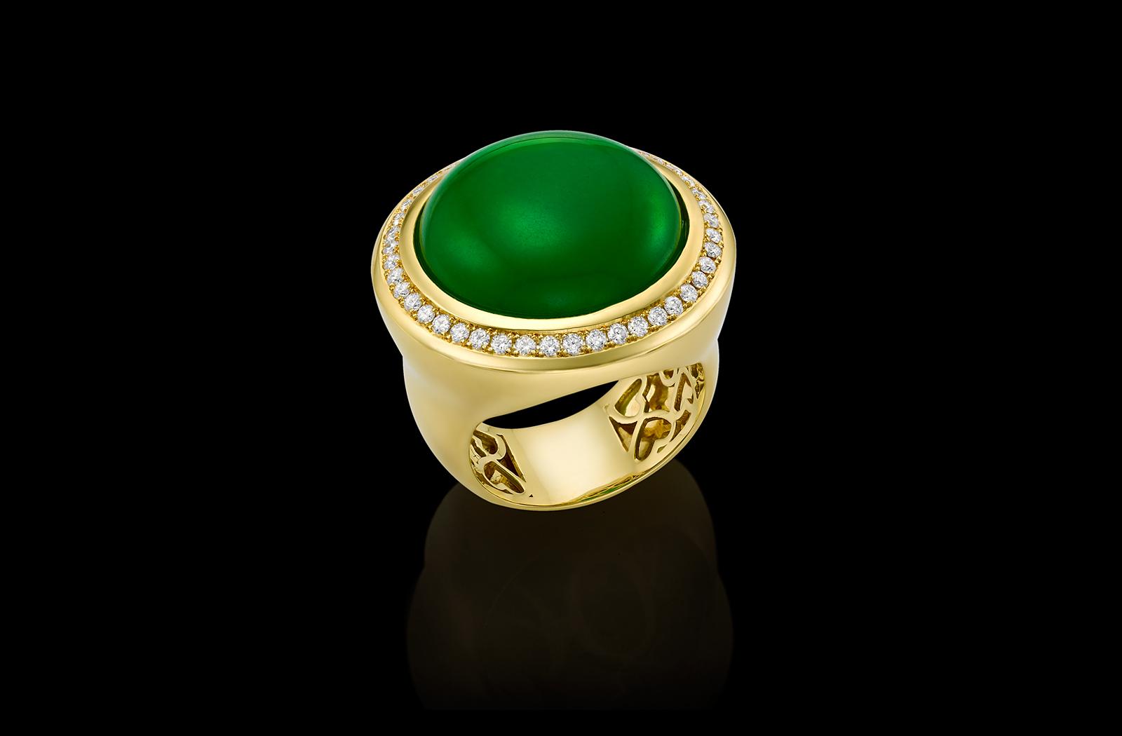 טבעת בזהב צהוב 18K משובצת ג'ייד ויהלומים