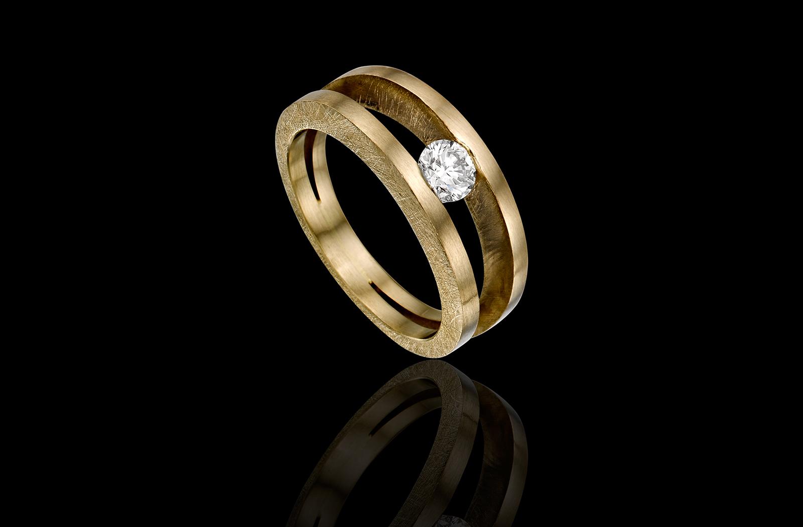 טבעת בזהב לבן שמפנייה 18K משובצת יהלום