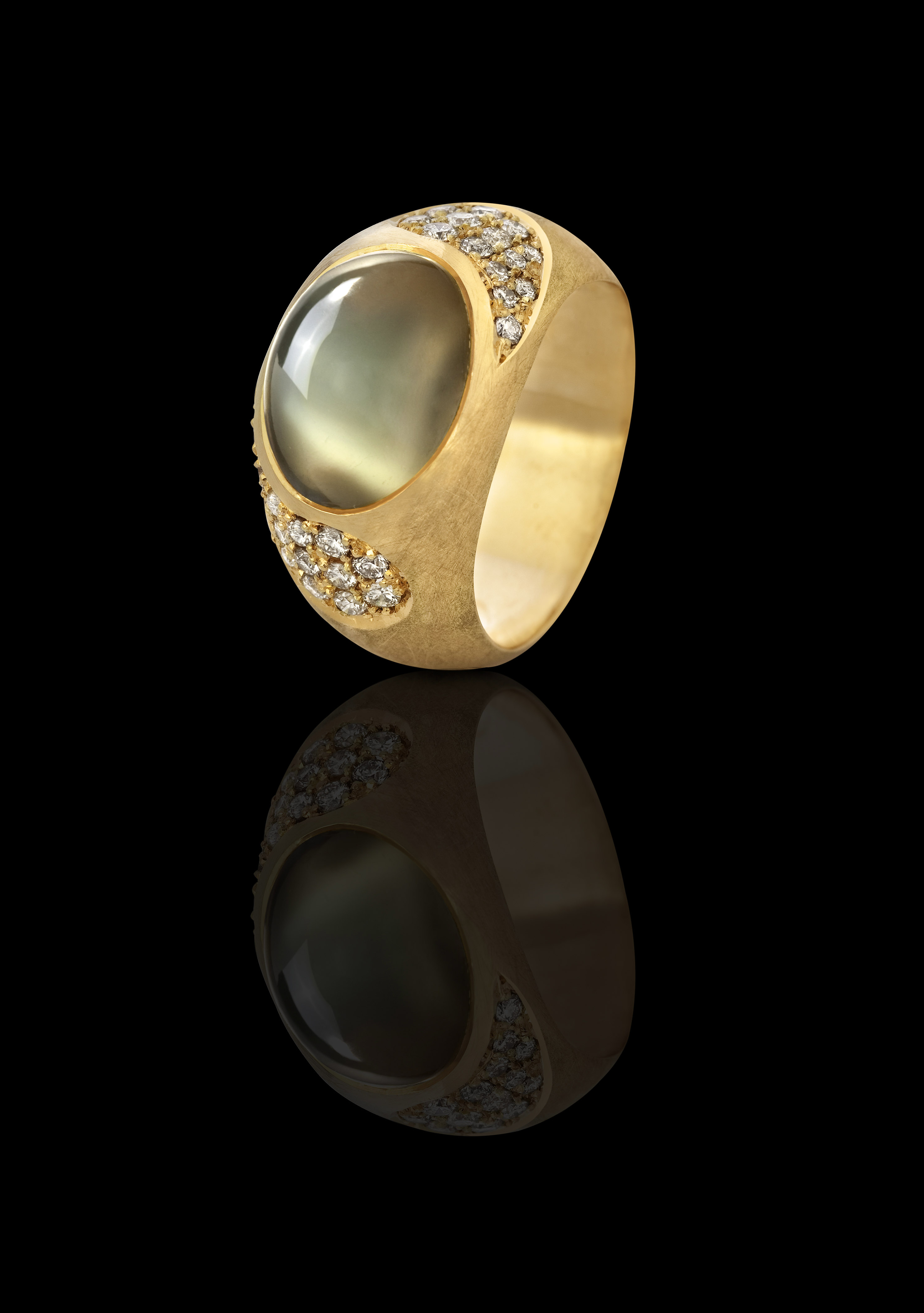 טבעת זהב צהוב 18K משובצת גרין מונסטון ויהלומים