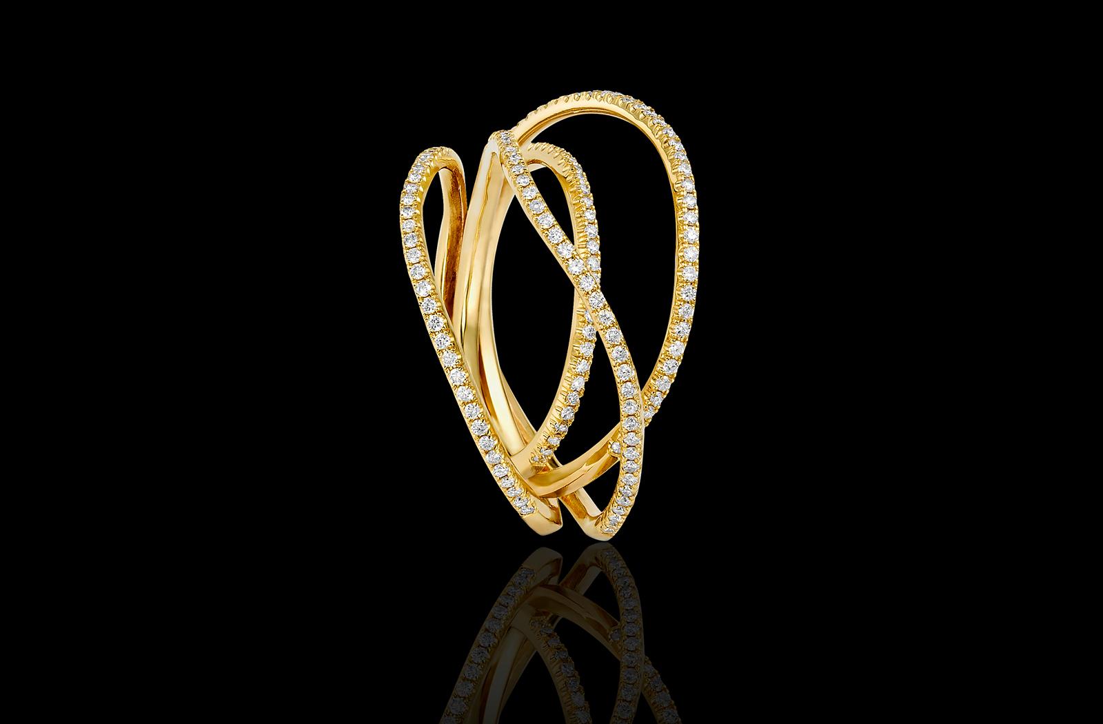 טבעת ייחודית בזהב צהוב 18K משובצת יהלומים