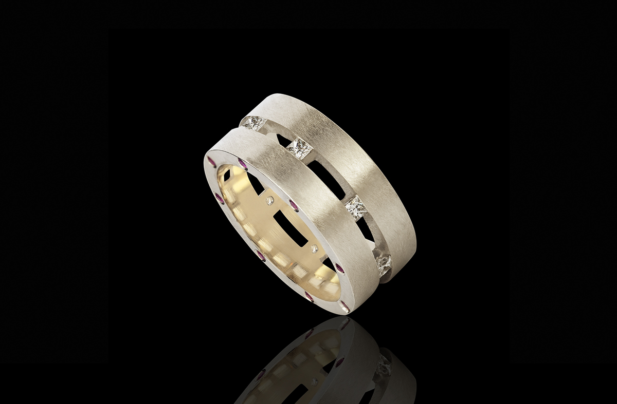 טבעת בזהב לבן שמפנייה 18K משובצת יהלומים ורובינים