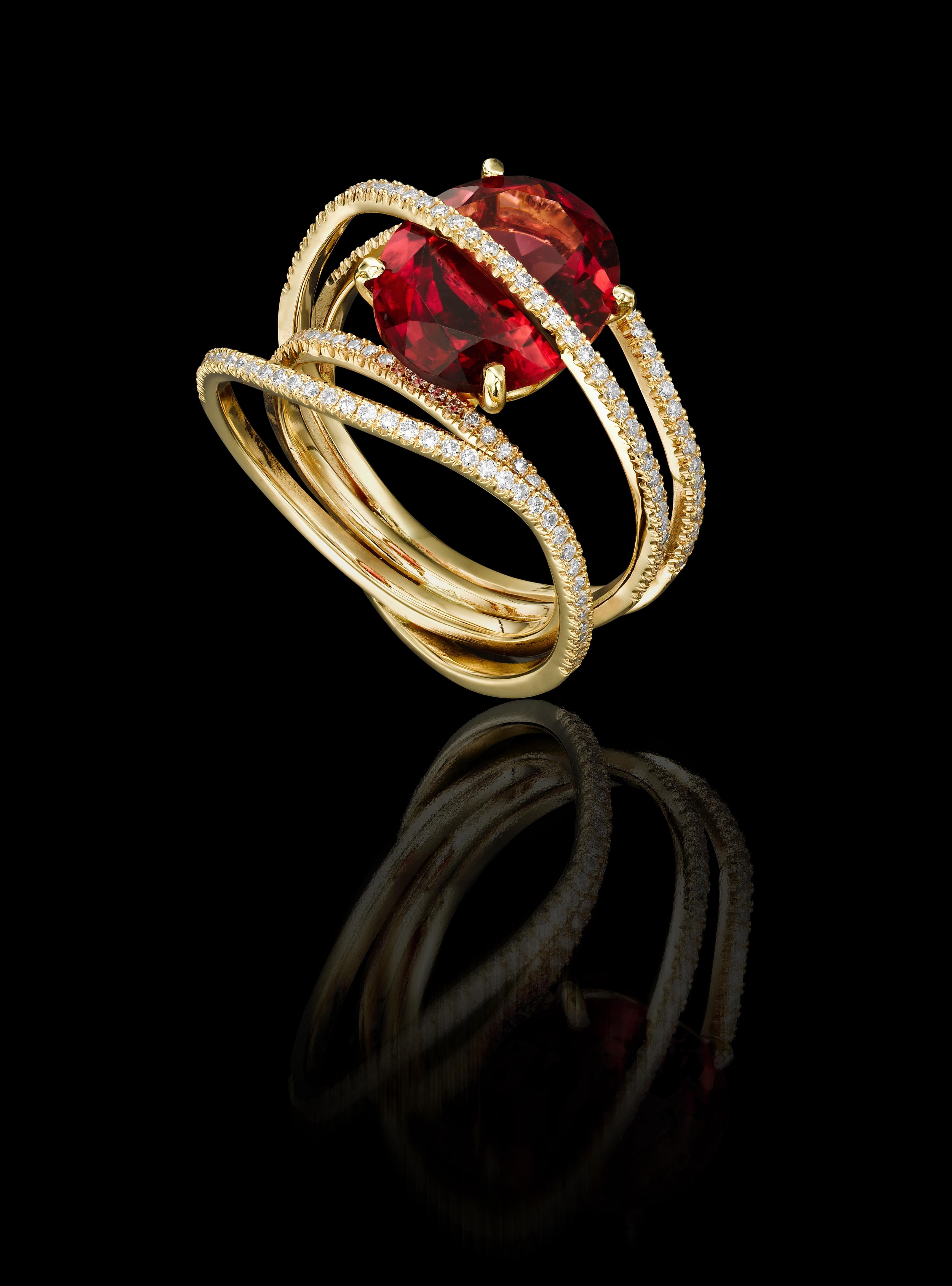 טבעת בזהב צהוב 18K משובצת טורמלין ויהלומים