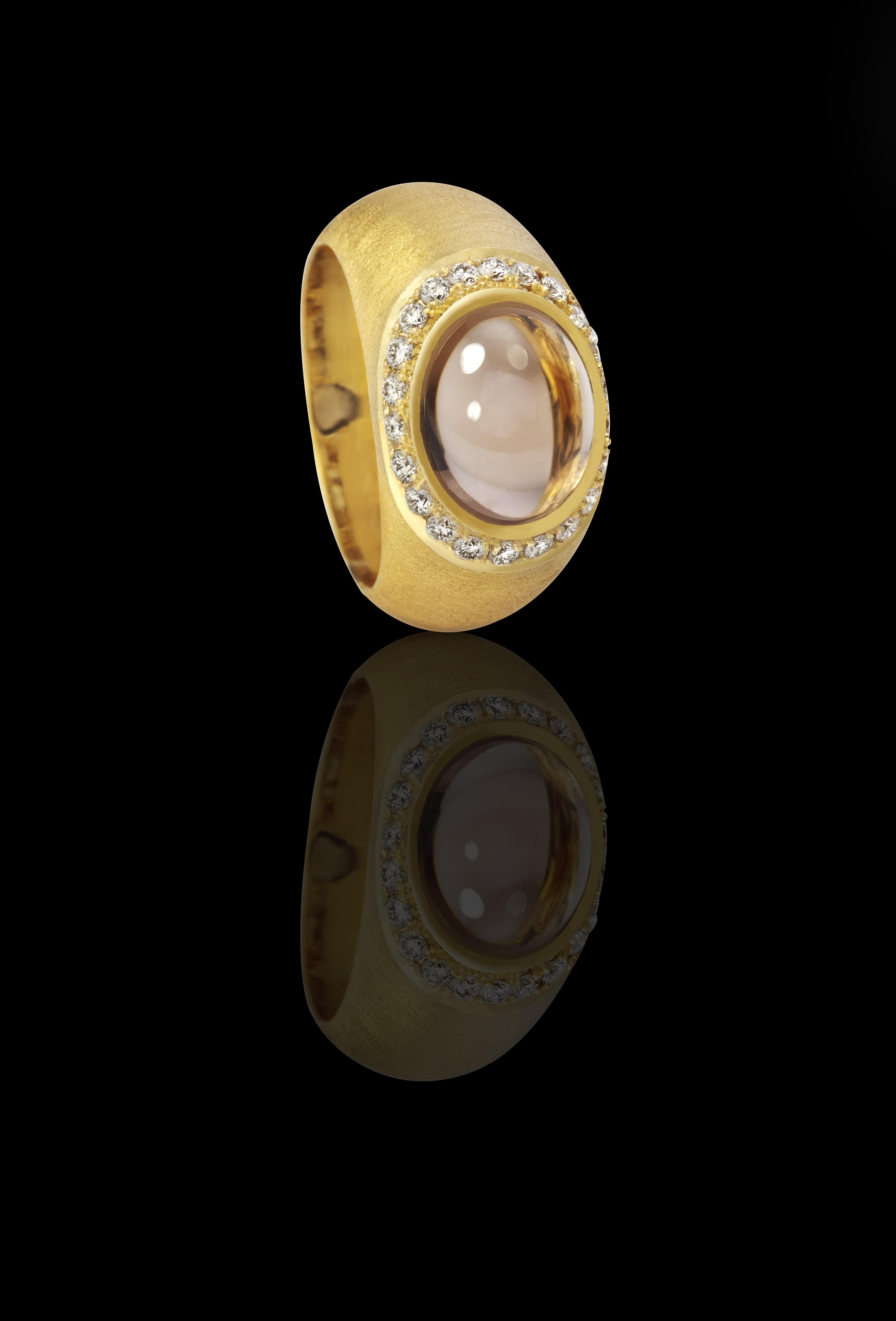 טבעת בזהב צהוב 18K משובצת סמוקי טופז ויהלומים